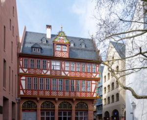 """Deutschland, Hessen, Frankfurt, Rekonstruktion """"Haus zur Goldenen Waage"""" mittelalterliches Fachwerkhaus in der Altstadt."""