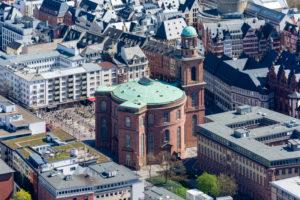 Deutschland, Hessen, Frankfurt, Blick vom Main Tower Richtung Paulskirche.