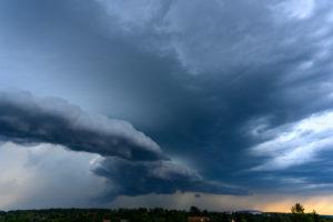 Deutschland, Baden-Württemberg, Karlsruhe, Stadtteil Durlach, Gewitterwolken mit Unwetterpotential.