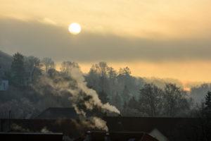 Deutschland, Baden-Württemberg, Karlsruhe, Morgenstimmung im Stadtteil Durlach.