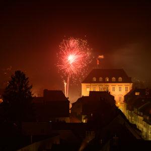 Deutschland, Baden-Württemberg, Karlsruhe, Silvester im Stadtteil Durlach, Feuerwerk an der Karlsburg.