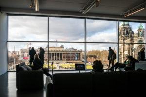 Ausblicke aus der Humboldt-Box auf den Lustgarten, Altes Museum, Mitte, Berlin