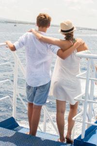 Geschwister, von hinten, stehen, Boot