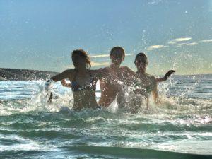 Spaß im Wasser, Urlaub, Baden, Freude, Lebensfreude, Sommer, Sonne, Strand, Meer,