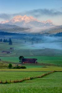 Germany, Bavaria, Upper Bavaria, Bavarian Alps, Werdenfelser Land, view of Zugspitze massif, Zugspitze, Alpspitze, Wetterstein Mountains