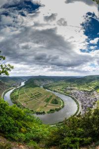 Europa, Deutschland, Rheinland-Pfalz, Landkreis Cochem-Zell Mosel, Moseltal, Moselsteig, Bremm, unterwegs am Erlebnisweg Moselkrampen,