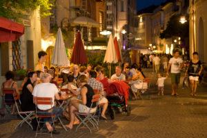 Italien, Suedtirol, Bozen, Altstadt, Nachtleben Via Argentieri