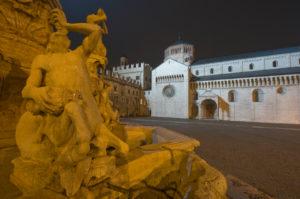 Italien, Trentino-Südtirol, Trentino, Trento / Trient, Zentrum, Altstadt, Dom, Neptunbrunnen, Piazza Duomo