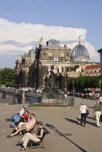 Brühlsche Terrasse, Passanten, Kunstakademie, Dresden, Sachsen, Deutschland,