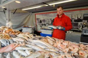 Weekly market on the Dapperstraat, Dapperbuurt, fish stand, Amsterdam, Holland, Netherlands