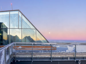 Mountain station, summit structure, steel construction, glass facade, railing, steel railing, full moon, earth shadow arch, dawn, winter, snow, ice