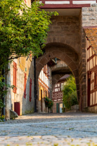 Entrance to the courtyard of Cadolzburg Castle in the late afternoon, Cadolzburg, Franconia, Bavaria, Germany