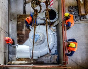 Assembly of the sewage pumps in the new Oberhausen pumping station, new construction of the Emscher sewer, Emscher conversion, Oberhausen, Ruhr area, North Rhine-Westphalia, Germany