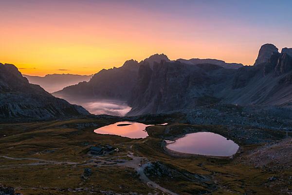 Lago dei Piani and Drei Zinnen hut at sunrise, Nature Park Drei Zinnen, Dolomites, South Tyrol, Italy