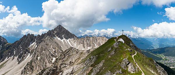 Wanderung zur Seefelder Spitze mit Blick auf die Reither Spitze, Karwendel, Österreich