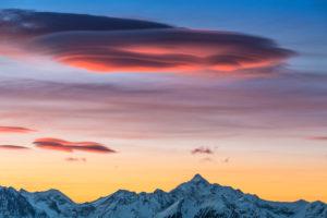 Blick vom Fuße des Dachsteins Gletschers auf den Hochgolling, Lenticularis Wolken, Sonnenaufgang, Österreich