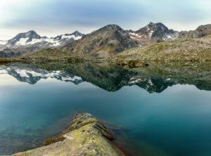 Mutterbergsee im Stubaital, Blick auf die Stubaier Alpen, Tirol, Österreich