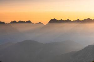 Sonnenaufgang im Karwendelgebirge in Österreich.