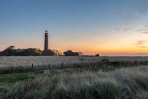 Sonnenaufgang am Leuchtturm Flügge auf Fehmarn an der Ostsee.