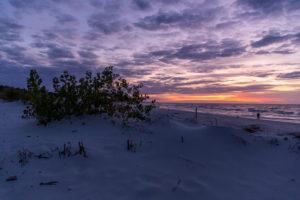 Sonnenuntergang am Strand in Leba, Polen