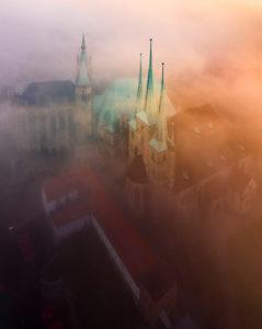 Erfurt Weihnachtsmarkt Nebel zum Sonnenuntergang, Deutschland