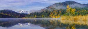 Morgen am Barmsee, Spiegelung Zugspitze, Alpspitze, Schilf, Herbst