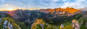 Sunrise in the Karwendel, the Karwendel main ridge at dawn. Mountain panorama from the right: Birkarspitze, Kaltwasserkarspitze, Moserkarspitze, Kühlkarspitze, Sonnenspitze, Bockkarspitze, Ladiztürme, Lalidererspitze, Dreiitzinkenspitze, in the middle the Mahnkopf and farther left the Falkengruppe with Laliderer Falk and Risser Falk, below the Johannistal with the way over the Ladiz Alm to the Falkenhütte or to the right to the Karwendelhaus.