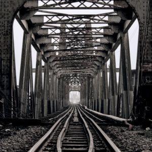 Alte Long Bien Eisenbahnbrücke über den Roten Fluss in Hanoi, Vietnam