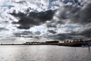 Dramatische Wolken über Klein Zicker, Rügen