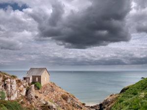 Verlassenes Haus am Plage Bonaparte in der Bretagne