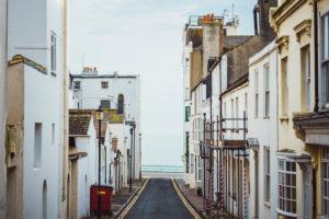 Straße mit Meerblick, Brighton, England
