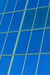 Deutschland, Solarenergie, Solardach, Photovoltaik-Anlage an einem Wohnhaus, Detail