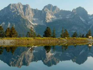 Wilder Kaiser is reflected in the Astbergee above Reith