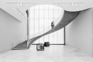 Treppe im The Art Institute of Chicago, Personen auf der Treppe