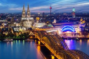 Blick am Abend über Köln, Nordrhein-Westfalen, Deutschland