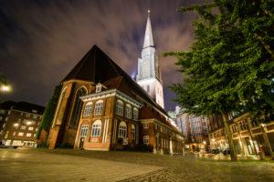 Hamburg, Nachtaufnahme, Langzeitbelichtung, St. Jacobi Kirche