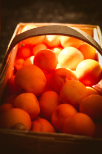 Calamondin (Zwerg-Mandarinen) in einem Korb