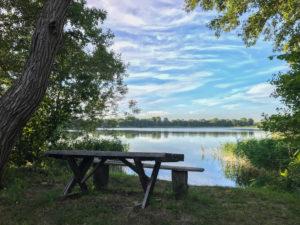 Einsamer Platz am See