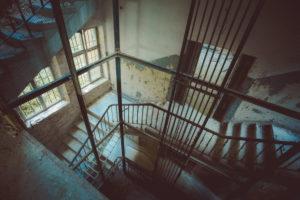 Aufzug in den Keller