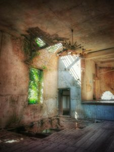 Lost Place, old ailing hall
