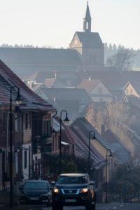 Deutschland, Sachsen-Anhalt, Hasselfelde, Durchgangstraße, Pfarrkirche im Hintergrund, Oberharz am Brocken.