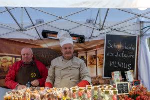 Deutschland, Sachsen-Anhalt, Wernigerode, zwei Männer, Schokoladenhersteller aus Vilnus, Litauen, zu Gast beim Schokoladenfestival Wernigerode, Harz.