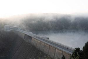 Germany, Saxony-Anhalt, Upper Harz, Rappbodetalsperre, dam with mist, Harz.