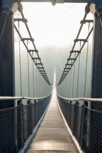 Deutschland, Sachsen-Anhalt, Oberharz, Hängebrücke TitanRT, Rappbodetalsperre, mit 483 Metern eine der längsten Seilbrücken der Welt, Harz.