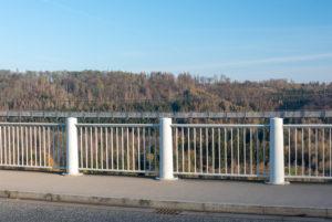 Deutschland, Sachsen-Anhalt, Oberharz, auf der Staumauer, Rappbodetalsperre, Wendefurth, Hängebrücke TitanRT im Hinderfrund, Harz.