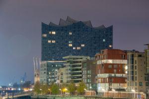 Deutschland, Hamburg, Elbphilharmonie und Wohnhäuser in Hamburg, Hafen-City, Speicherstadt.