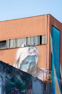 Deutschland, Sachsen-Anhalt, Magdeburg, Blick auf ein Graffitti-Gemälde in der Aerosol-Arena in Magdeburg. Die ehemaligen Brot- und Nudelfabrik zieht seit Jahren Graffiti-Künstler aus ganz Deutschland an.