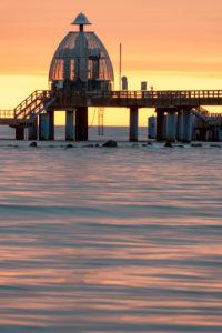 Deutschland, Mecklenburg-Vorpommern, Ostseebad Sellin, Seebrücke mit Tauchgondel