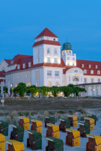 Germany, Mecklenburg-Western Pomerania, Ruegen island, Binz, beach chairs, spa house
