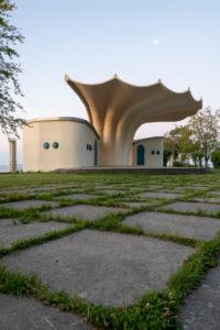Germany, Mecklenburg-Western Pomerania, Rügen Island, Sassnitz, music pavilion, Kurmuschel, inaugurated in 1988 according to plans by the civil engineer Ulrich Müther